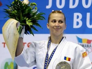 olimpiada-2012-alina-dumitru-a-cucerit-medalia-de-argint-la-judo-feminin-1