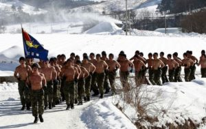 South+Korean+Soldiers+Undergo+Winter+Training+wmCPsFCcl8_l