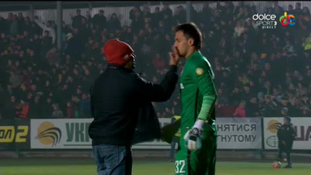 lucescu-a-privit-impietrit-ce-se-intampla-portarul-lui-sahtior-a-fost-atacat-pe-teren-de-un-fan-ce-s-a_1