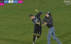 FOTO | Incidente REGRETABILE intr-un meci din liga 2. Un suporter a BATUT portarul