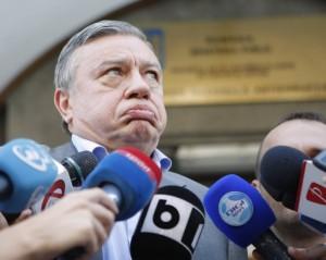 e-oficial-fifa-il-ameninta-pe-mircea-sandu-cu-suspendarea-echipelor-romanesti1342090031
